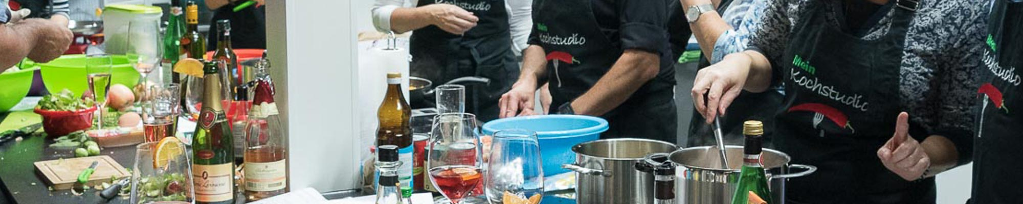 Kochevent mit Freunden-
